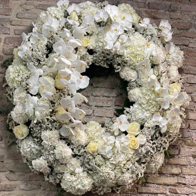 Flores condolencias - Corona difuntos-tonos blancos-orquideas-rosas-paniculatas-fh floristeria-fernando hijo-murcia