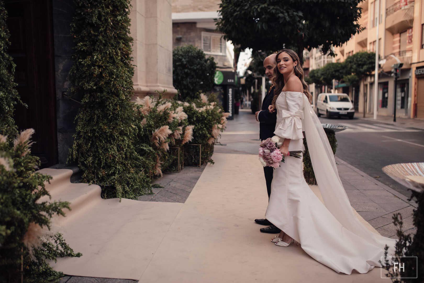 Decoración floral-FH floristería-fernando hijo-boda iglesia san lorenzo-arco-pampas-Murcia