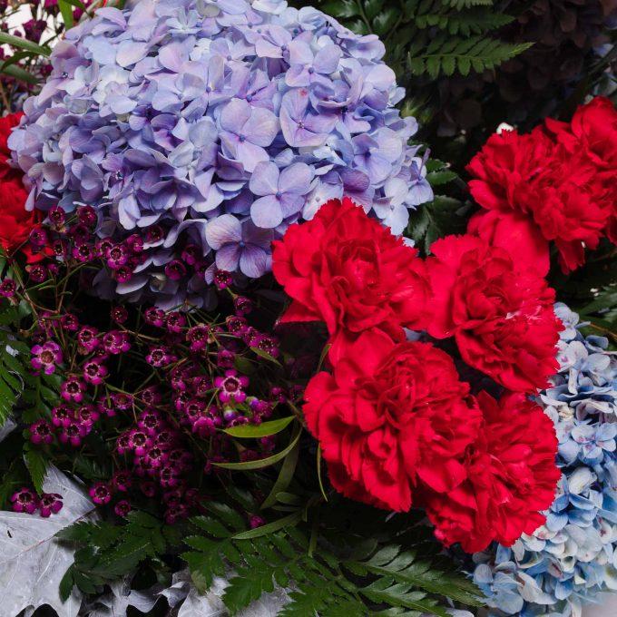 Palma de hortensias y claveles - Centros difuntos - Día de todos los Santos - FH Floristería - Fernando hijo - Flores y decoración - Murcia