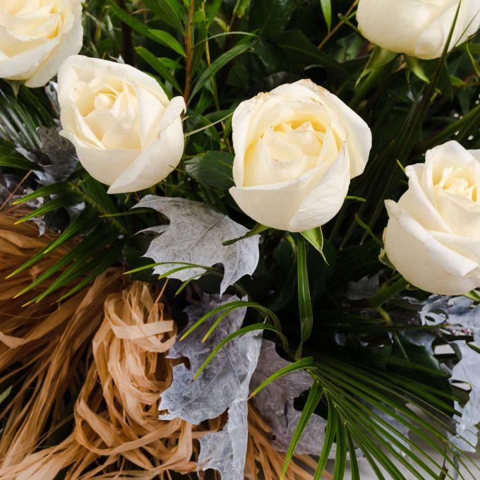 Palma de rosas blancas - Centros difuntos - Día de todos los Santos - FH Floristería - Fernando hijo - Flores y decoración - Murcia