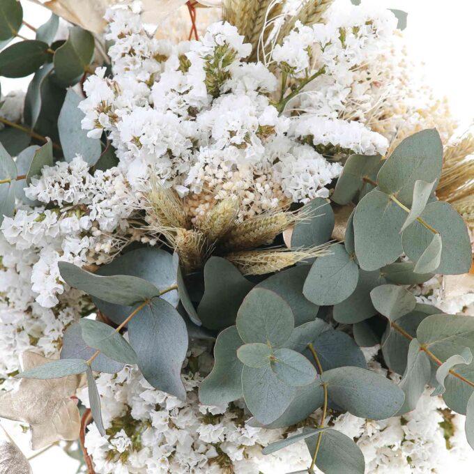 Ramo tonos blancos y eucalipto preservado y natural-estructura dorada-fh floristería-fernando hijo-Murcia