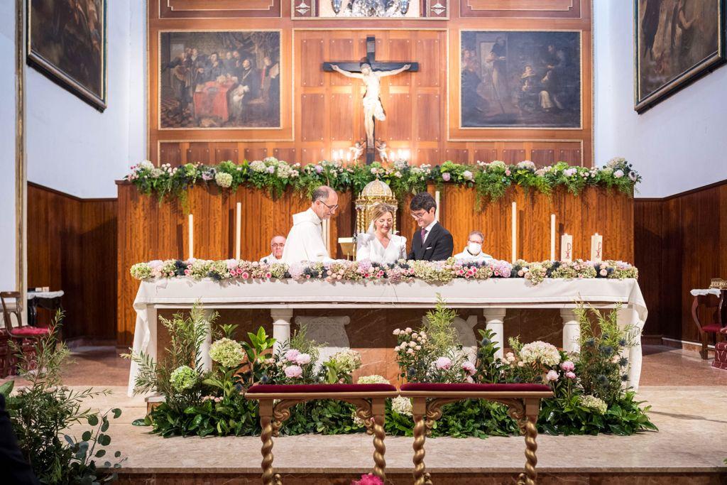 FH floristería-Decoración boda Santo Domingo-arco de flores-peonías-hortenias-Murcia (12)